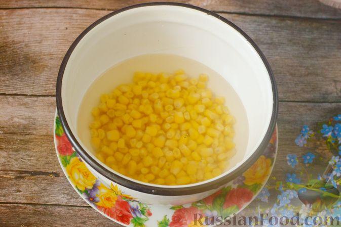 Фото приготовления рецепта: Томатный суп с мясными фрикадельками и рисом - шаг №2