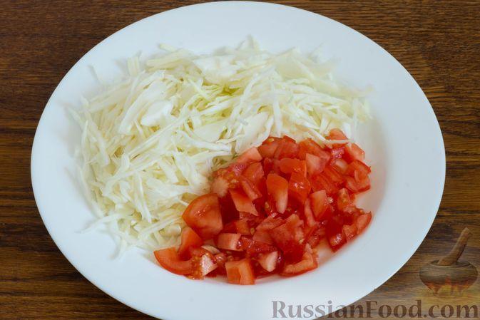 """Фото приготовления рецепта: Слоёный салат """"Оливье"""" с курицей - шаг №2"""