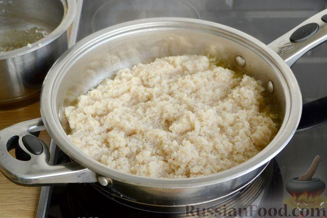 Фото приготовления рецепта: Дрожжевые булочки-завитки с грушей и корицей - шаг №10