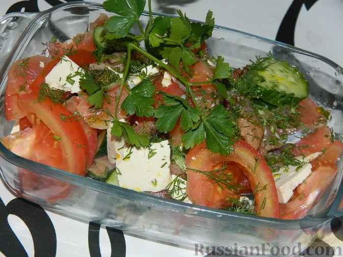 Рецепт Овощной салат с копченым лососем и сыром