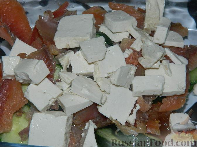 рецепт салата с копченым сыром слоями