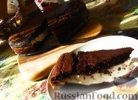 Фото к рецепту: Шоколадный кекс-пирог с творожно-сырной начинкой