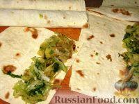 Фото приготовления рецепта: Молдавские вертуты с капустой из лаваша - шаг №5