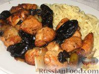 Фото к рецепту: Яния из курицы с черносливом
