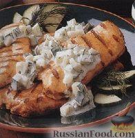 Фото к рецепту: Куриное филе на гриле с огуречным салатом