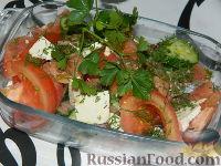 Фото к рецепту: Овощной салат с копченым лососем и сыром