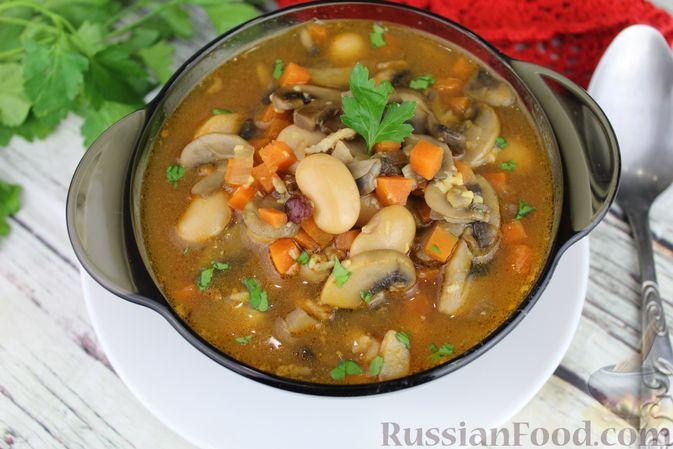 Фото приготовления рецепта: Суп с консервированной фасолью, грибами, беконом и сыром - шаг №15