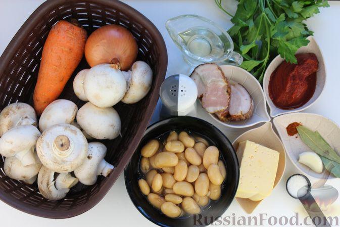 Фото приготовления рецепта: Суп с консервированной фасолью, грибами, беконом и сыром - шаг №1