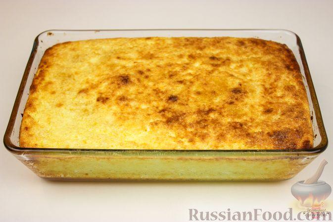 Фото приготовления рецепта: Салат с консервированной рыбой, рисом, яйцами и луком - шаг №3
