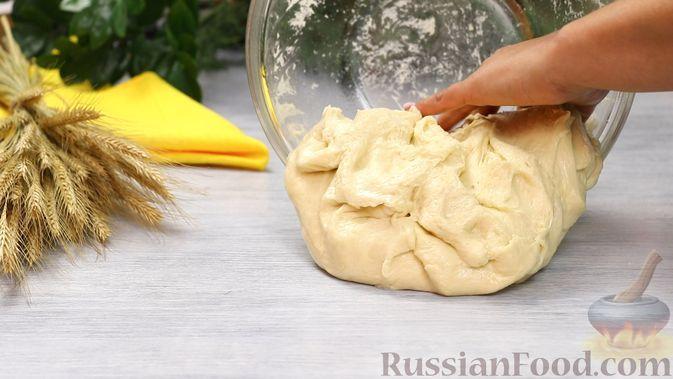 Фото приготовления рецепта: Дрожжевые пирожки с яблоками - шаг №17