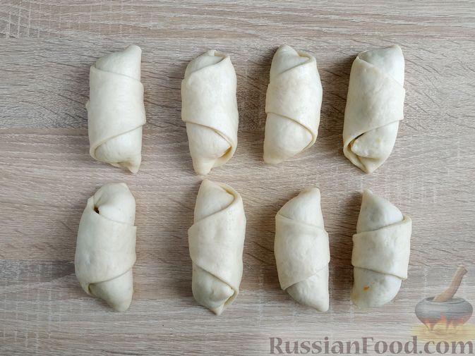 Фото приготовления рецепта: Рулетики из индейки с грибами, яйцами и сыром, запечённые в сметане - шаг №17