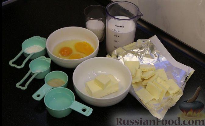 Фото приготовления рецепта: Бисквитный торт с заварным кремом и клубникой - шаг №12