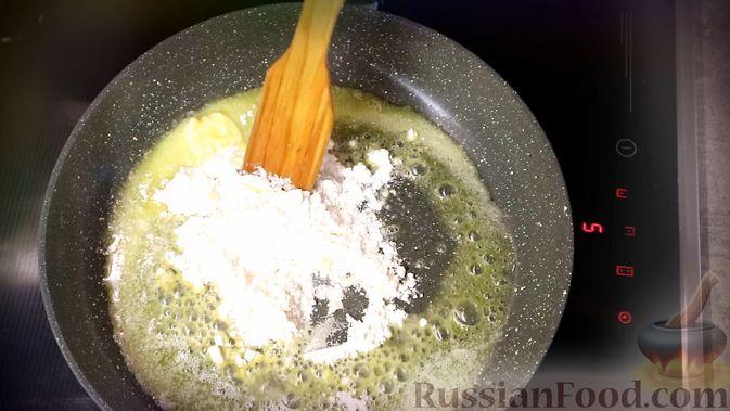 Фото приготовления рецепта: Луковый соус - шаг №3