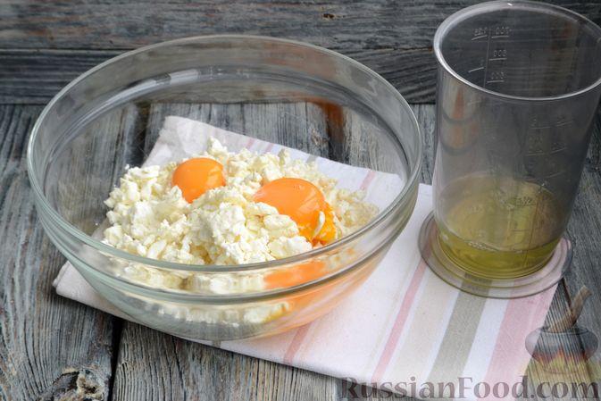 Фото приготовления рецепта: Творожная запеканка без сахара и муки - шаг №2