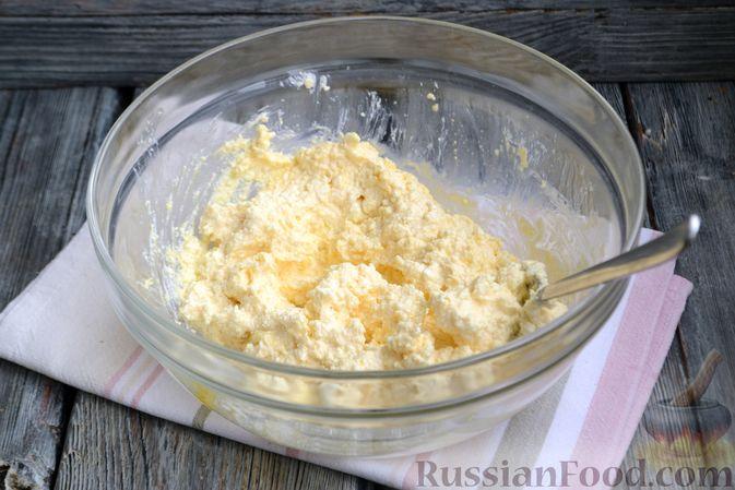 Фото приготовления рецепта: Творожная запеканка без сахара и муки - шаг №3