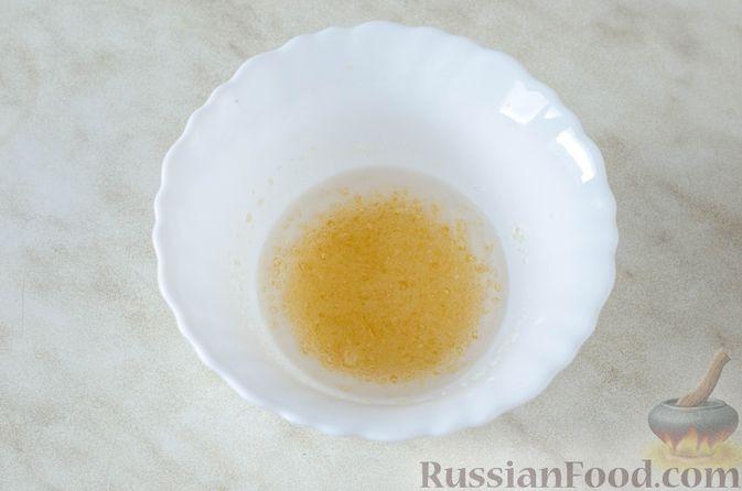 Фото приготовления рецепта: Шоколадный брауни с вишней (постный) - шаг №3