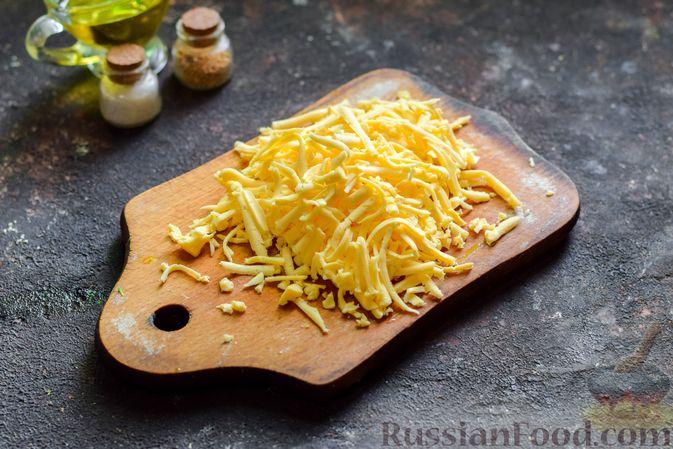 Фото приготовления рецепта: Запечённый картофель с брокколи, яичницей и сыром - шаг №8