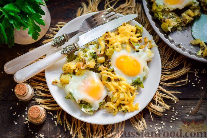 Фото приготовления рецепта: Запечённый картофель с брокколи, яичницей и сыром - шаг №13