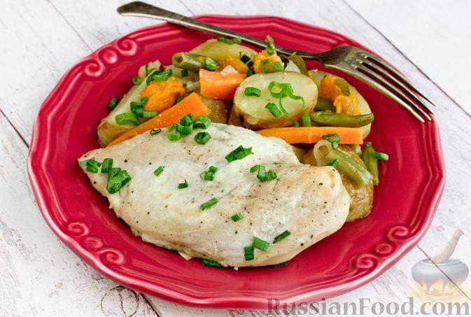 Фото к рецепту: Куриное филе, запечённое с овощами