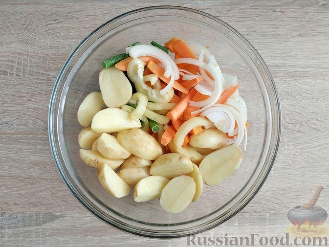 Фото приготовления рецепта: Куриное филе, запечённое с овощами - шаг №8