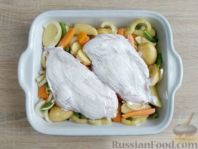 Фото приготовления рецепта: Куриное филе, запечённое с овощами - шаг №12