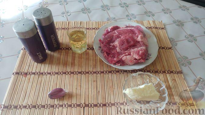 Фото приготовления рецепта: Бифштекс с чесноком и сливочным маслом - шаг №1
