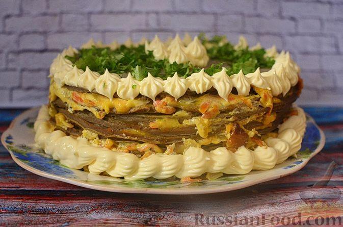 Фото к рецепту: Печёночный торт с морковью и орехами