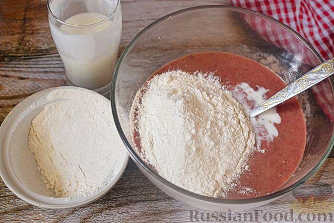 Фото приготовления рецепта: Печёночный торт с морковью и орехами - шаг №4
