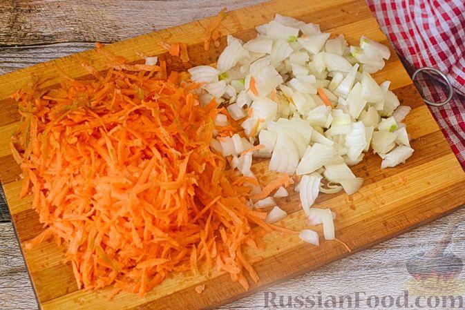 Фото приготовления рецепта: Печёночный торт с морковью и орехами - шаг №8