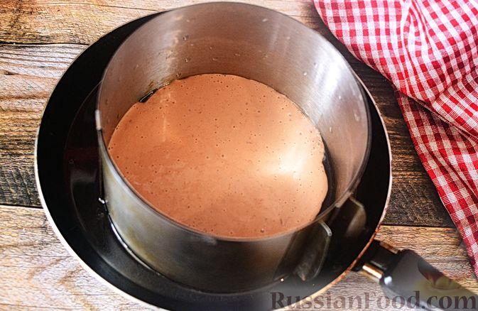 Фото приготовления рецепта: Печёночный торт с морковью и орехами - шаг №11