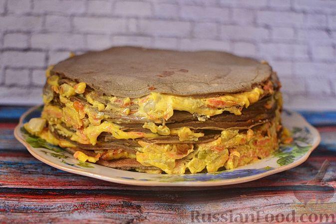 Фото приготовления рецепта: Печёночный торт с морковью и орехами - шаг №18