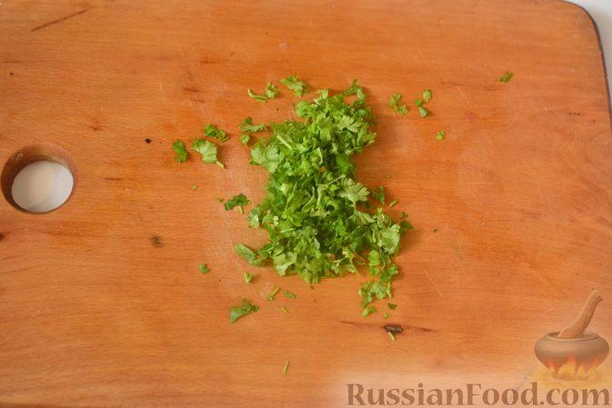 Фото приготовления рецепта: Печёночный торт с морковью и орехами - шаг №20