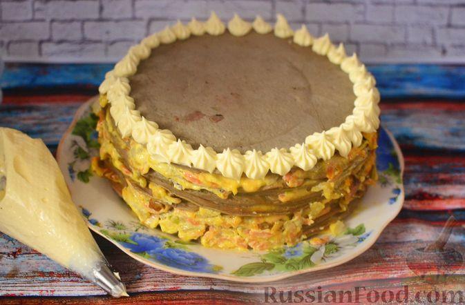 Фото приготовления рецепта: Печёночный торт с морковью и орехами - шаг №19