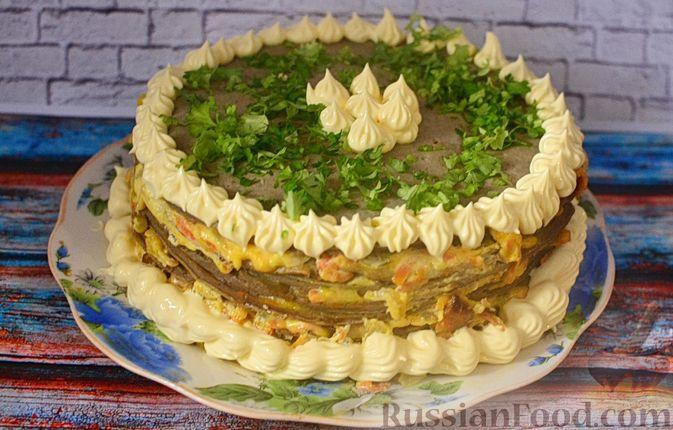 Фото приготовления рецепта: Печёночный торт с морковью и орехами - шаг №21