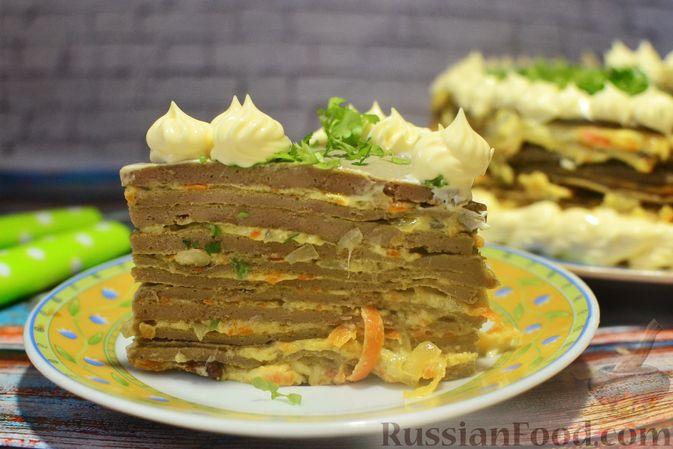 Фото приготовления рецепта: Печёночный торт с морковью и орехами - шаг №23