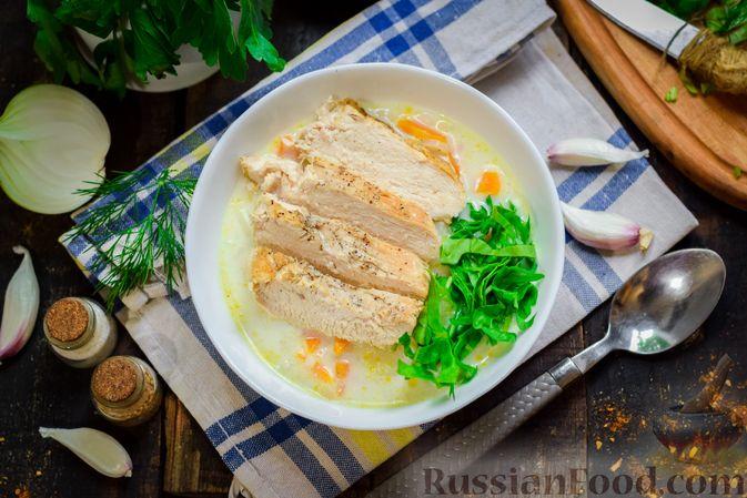 Фото к рецепту: Рисовый суп со сливками, куриным филе и шпинатом