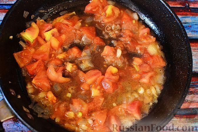 Фото приготовления рецепта: Слойки-конвертики с чечевицей, морковью и курагой - шаг №7