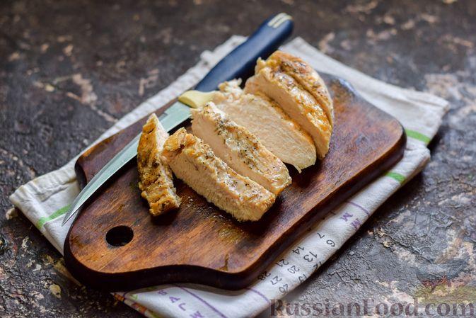 Фото приготовления рецепта: Рисовый суп со сливками, куриным филе и шпинатом - шаг №14