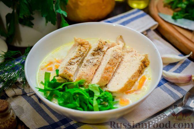 Фото приготовления рецепта: Рисовый суп со сливками, куриным филе и шпинатом - шаг №15