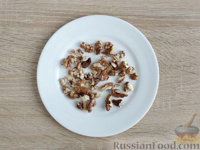 Фото приготовления рецепта: Песто из шпината с грецкими орехами - шаг №6