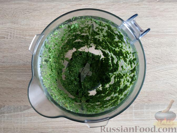 Фото приготовления рецепта: Песто из шпината с грецкими орехами - шаг №10