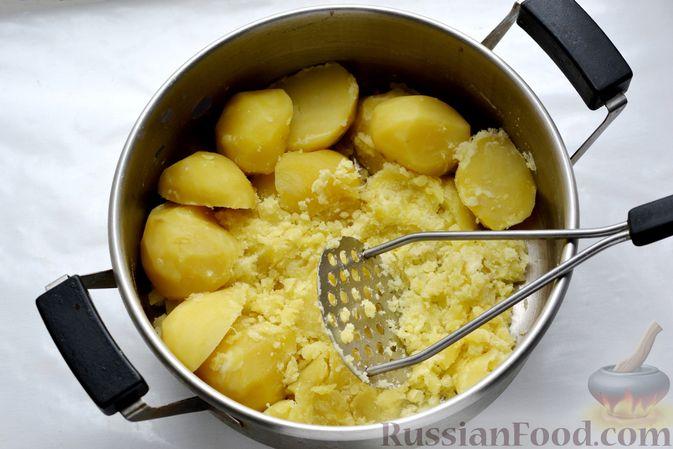 Фото приготовления рецепта: Картофельные зразы с морковью и варёными яйцами - шаг №3