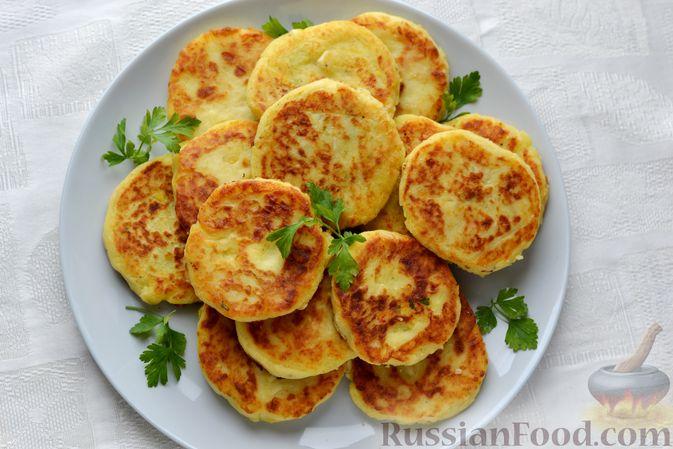 Фото приготовления рецепта: Картофельные зразы с морковью и варёными яйцами - шаг №20