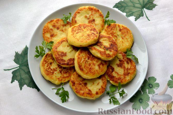 Фото приготовления рецепта: Картофельные зразы с морковью и варёными яйцами - шаг №22