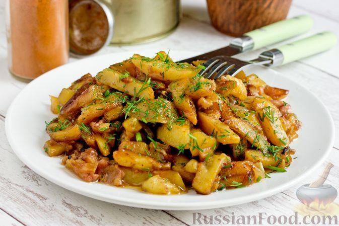 Фото к рецепту: Жареный картофель с тушёнкой