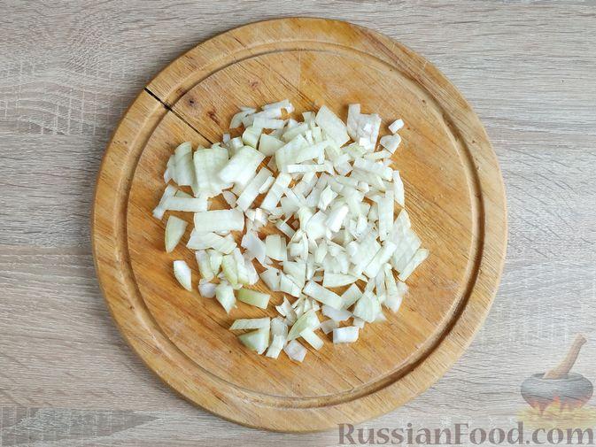Фото приготовления рецепта: Куриное филе со шпинатом и грибами, в сливочном соусе - шаг №4