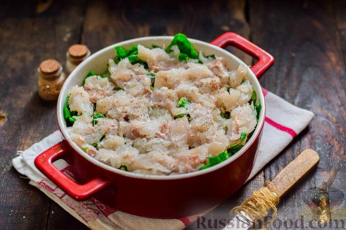 Фото приготовления рецепта: Рыбная запеканка с картофелем и шпинатом - шаг №11