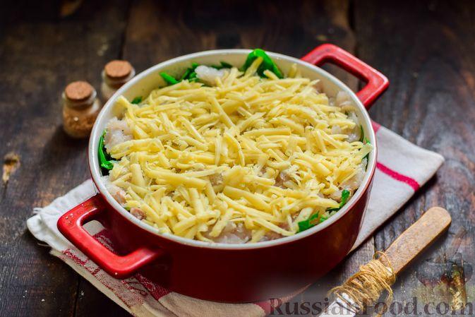 Фото приготовления рецепта: Рыбная запеканка с картофелем и шпинатом - шаг №12