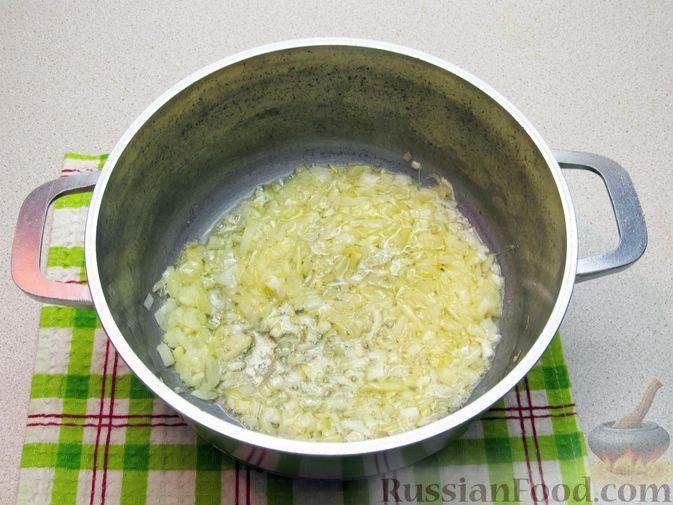 Фото приготовления рецепта: Суп с капустой, помидорами, рисом и ветчиной - шаг №4