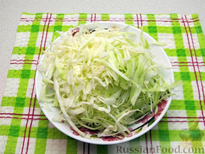 Фото приготовления рецепта: Суп с капустой, помидорами, рисом и ветчиной - шаг №9